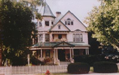 Victoria-on-Main Bed and Breakfast
