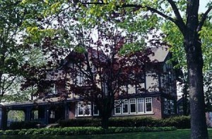 English Manor B&B, Sheboygan is located within approx 5 miles to four championship golf courses - Whistling Straits' Irish and Straits Courses and Blackwolf Run's River and Meadow Valley Course.