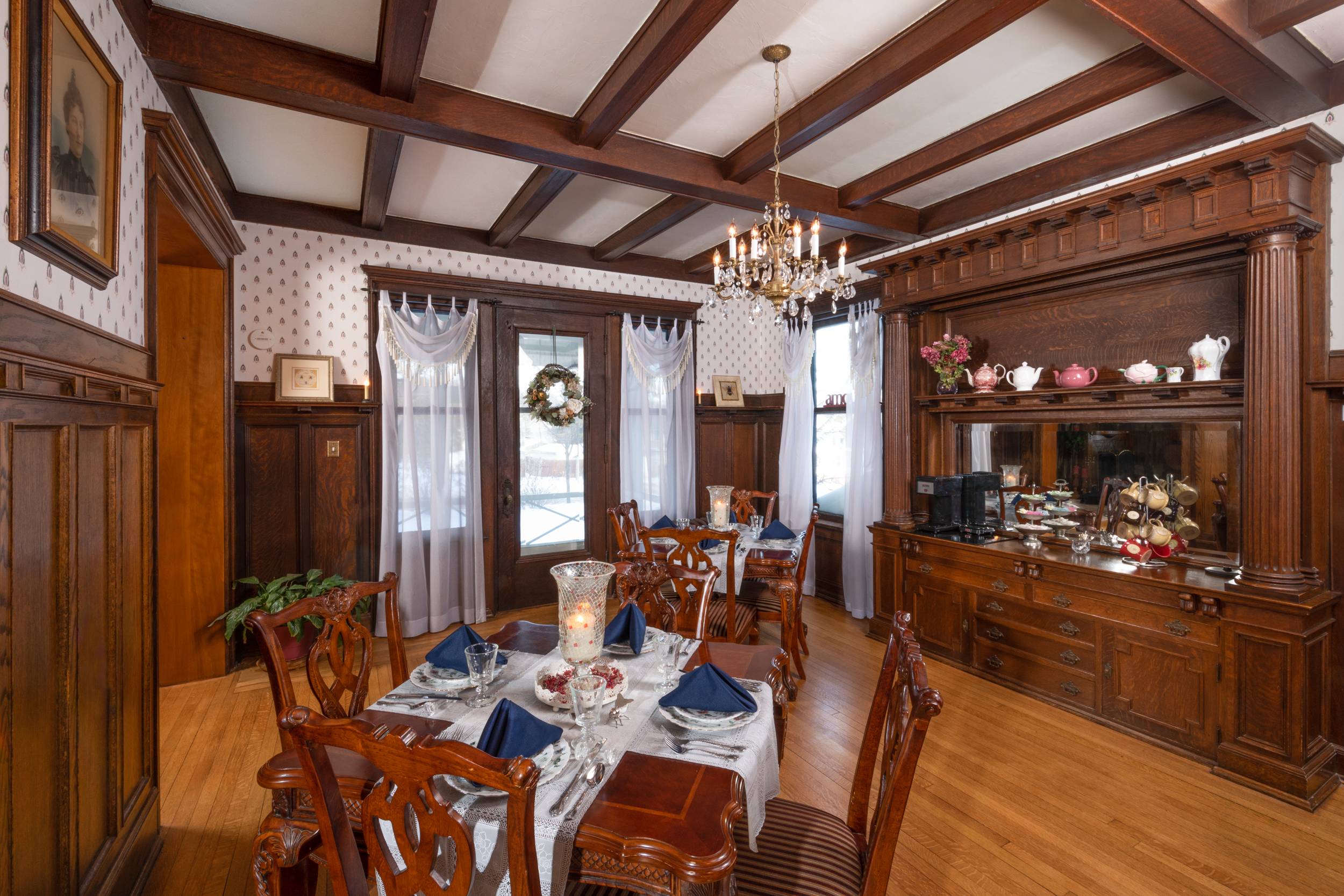 Honeybee inn dining room