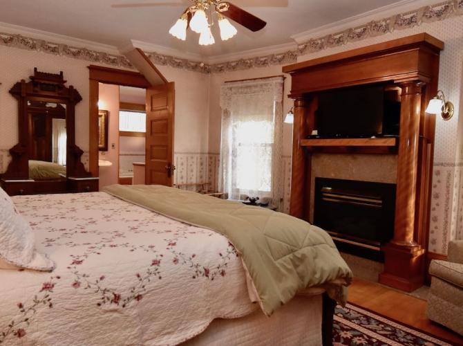 Relax in style atScofield House B&BLocated in Sturgeon Bay WIView Listing