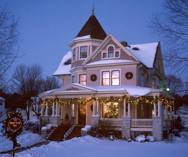 White Lace Inn decorated exterior on a winter night